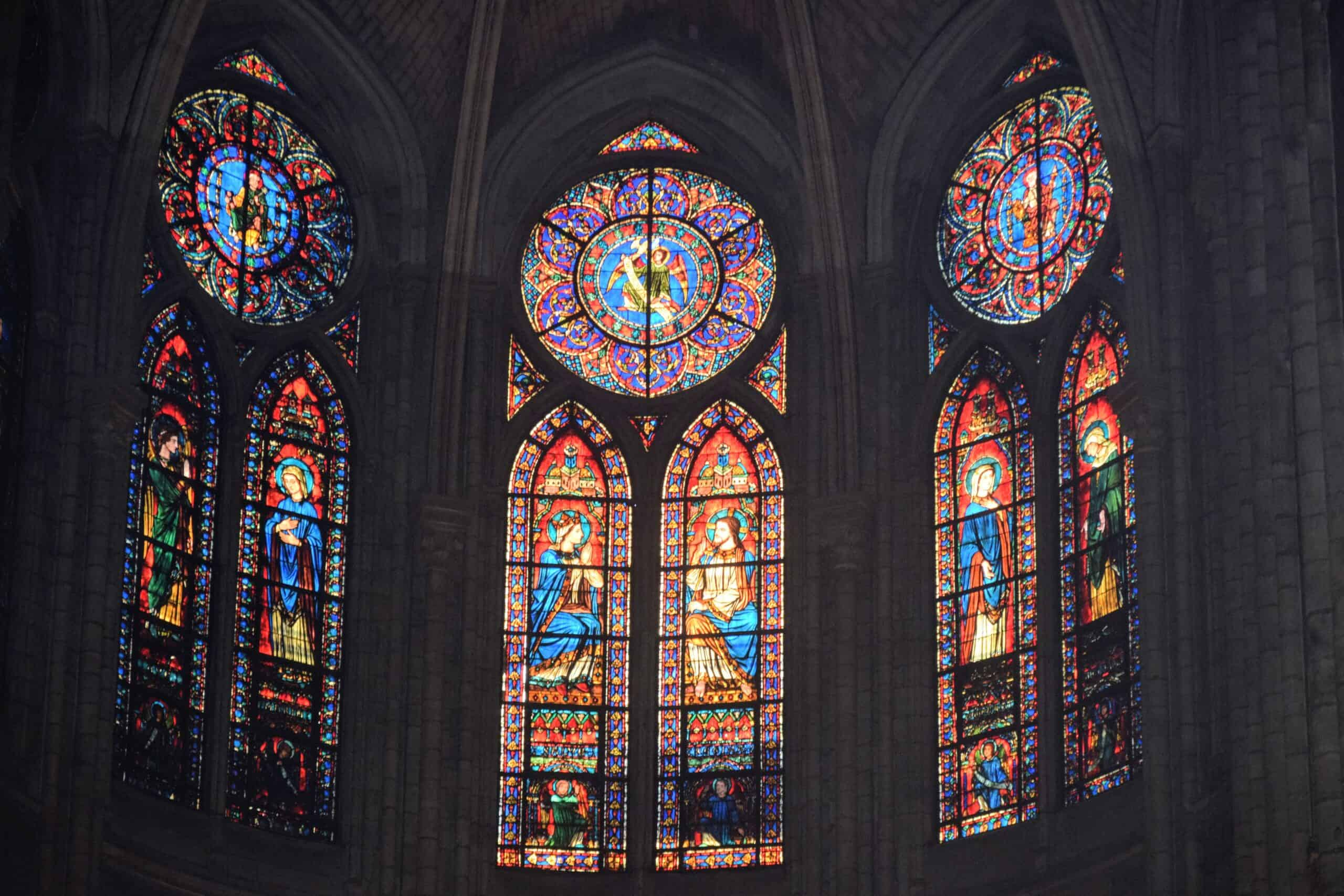 Stained glass windows in the Notre Dame Cathedral - Free audio walking tour of Paris