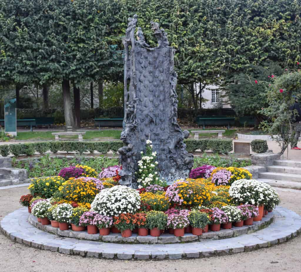Fountain by Georges Jeanclos in Paris - free audio walking tour of Paris