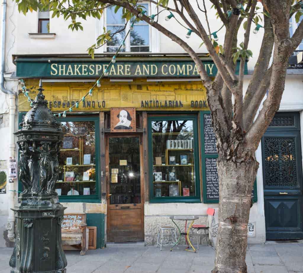 Shakespeare and Company Bookshop - free audio walking tour of Paris